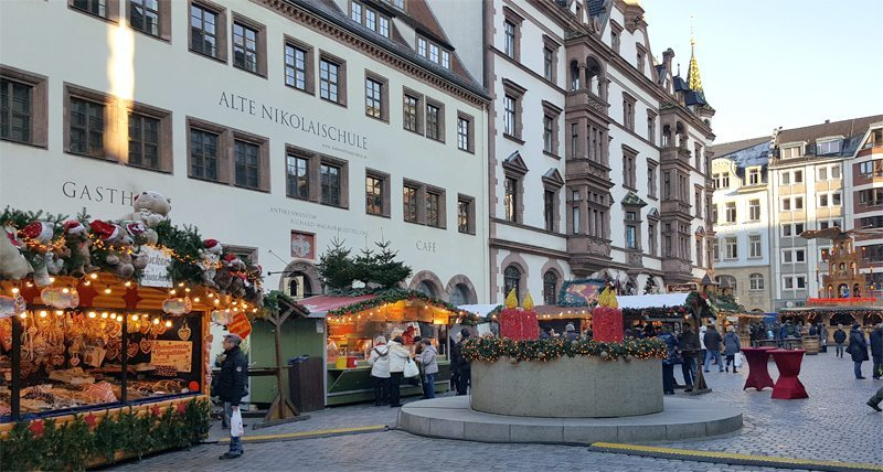 Weihnachtsmarkt an der Nikolaikirche Leipzig