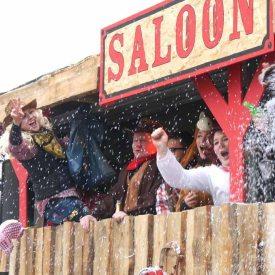 Aktion im Saloon zum Radeburger Karnevalsumzug