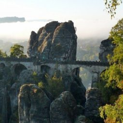 Basteibrücke mit Morgennebel