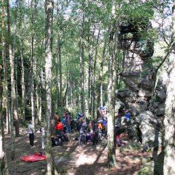 Kinder klettern im Bielatal