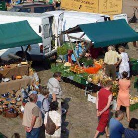 Kloster Buch Bauernmarkt im Sommer
