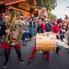 Straßenmusiker zur Eröffnungsparade