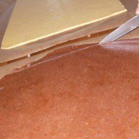 Teigplatten zuschneiden - Schwarzweißgebäck