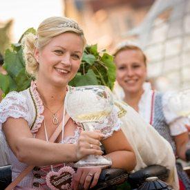 Weinprinzessinnen zur Eröffnung
