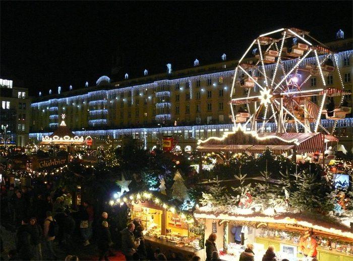 Historisches Karussell, Striezelmarkt Dresden