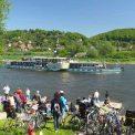 Schaulustige zur Dampferparade am 1. Mai