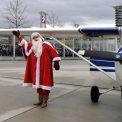 Weihnachtsmann Flughafen Dresd
